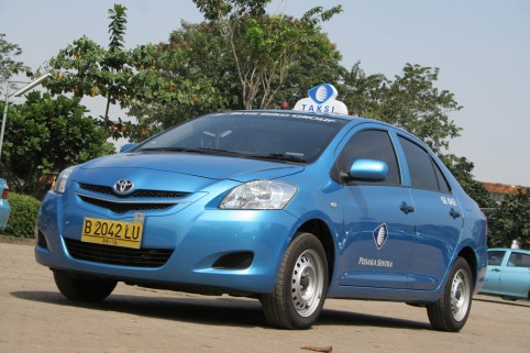 This is how Blue Bird taxi look like. Don't get deceived by other blue taxis if you don't want to be cheated!